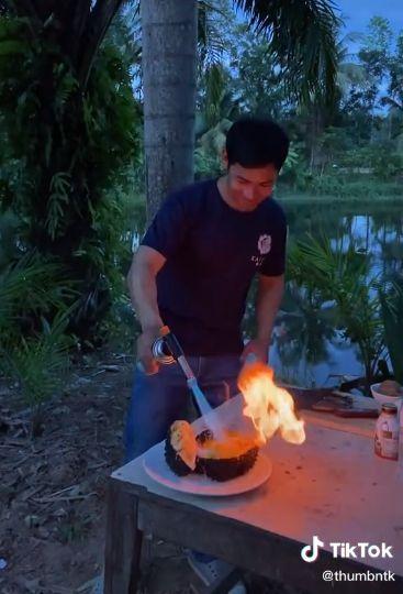 Durian Bakar Topping Keju Lumer