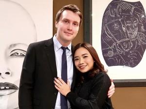 Kisah Cinta Wanita dan Pria Bule Viral Takjub Saat Kondangan di Indonesia