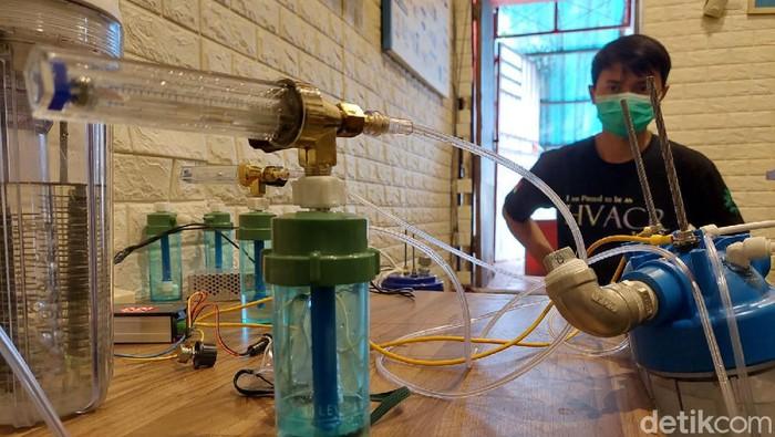 Melihat oxygen masker buatan warga Cimahi