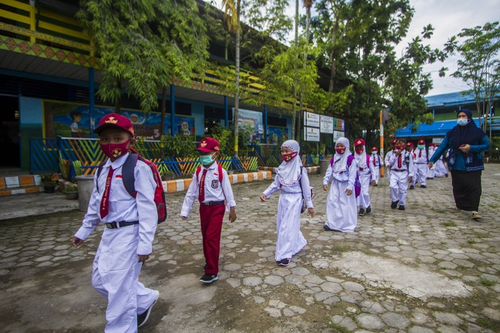 Menengok Hari Pertama Sekolah Tatap Muka di Daerah Kala Pandemi
