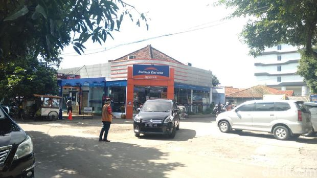 Penundaan vaksinasi gotong royong individu berbayar di Kimia Farma Supratman Bandung