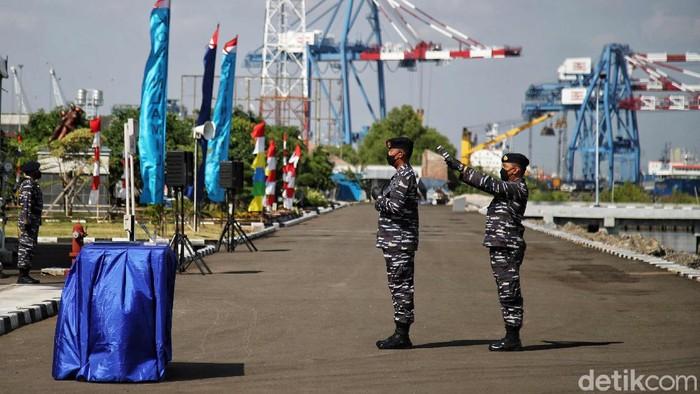 Kepala Staf Angkatan Laut Laksamana TNI AL Yudo Margono melakukan peresmian KRI Teluk Youtefa 522 di kawasan Dermaga Pondok Dayung, Tanjung Priok, Jakarta Utara, Senin (12/7/2021).