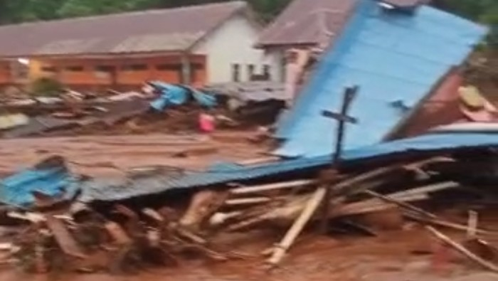 Rumah warga rusak parah akibat longsor di Kabupaten Konawe Utara, Sultra (dok. Istimewa).