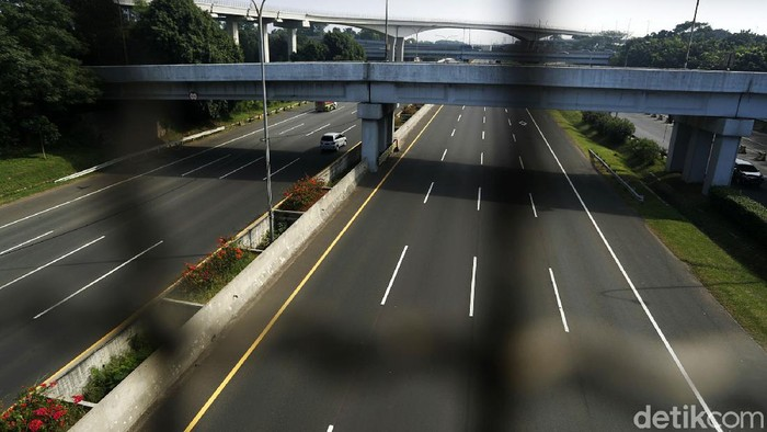 PPKM Darurat telah memasuki hari ke-11. Arus lalu lintas di tol Jakarta–Bogor–Ciawi (Jagorawi) lancar.