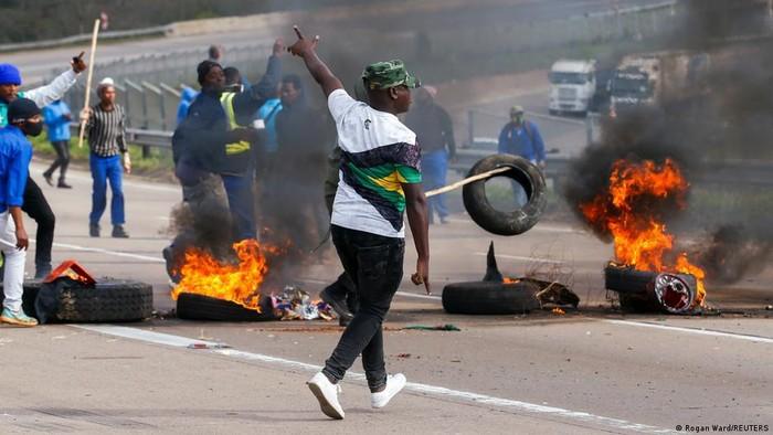 Afrika Selatan Dilanda Kerusuhan Mematikan sebagai Buntut Pemenjaraan Jacob Zuma