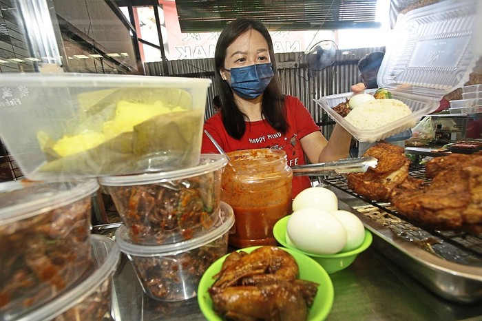 Akibat Pandemi, Ahli Kecantikan Jadi Penjual Nasi Lemak