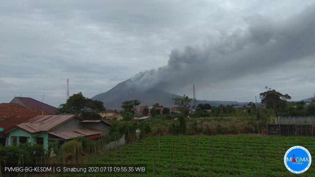 Gunung Sinabung Alami 2 Kali Erupsi dalam 9 Menit Pagi Ini