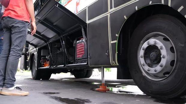 Food bus buatan karoseri Laksana yang akan digunakan oleh Yayasan Aksi Cepat Tanggap (ACT)