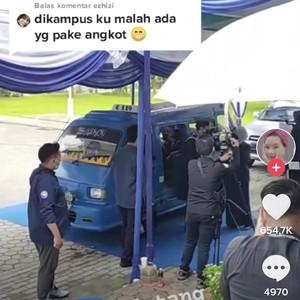 Viral Pria Wisuda Drive Thru Naik Angkot Bikin Netizen Salut