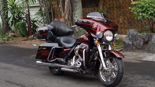 Harley Davidson Ultra Classic Electra Glide CVO 2013 dijual Rp 625.000.000 (Olx via Taufik)
