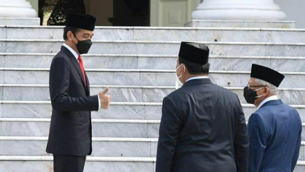 Jempol Jokowi untuk Prabowo di Istana