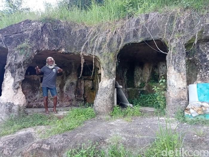 Kakek Hais Abdjul (60) sudah 10 tahun tinggal di gua di Kabupaten Minahasa Utara, Sulut (Trisno Mais/detikcom)