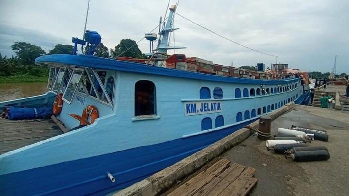 Kapal Jelatik saat pemeriksaan di Pelabuhan Sei Duku