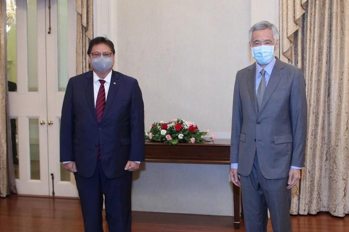 Menko Perekonomian,Airlangga Hartarto bersama PM Singapura Lee Hsien Loong