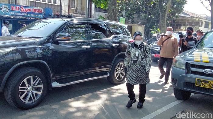 Mensos Risma putar-putar Kota Bandung cari kompor gas