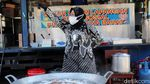 Momen Risma Putar-putar Kota Bandung Cari Kompor Gas