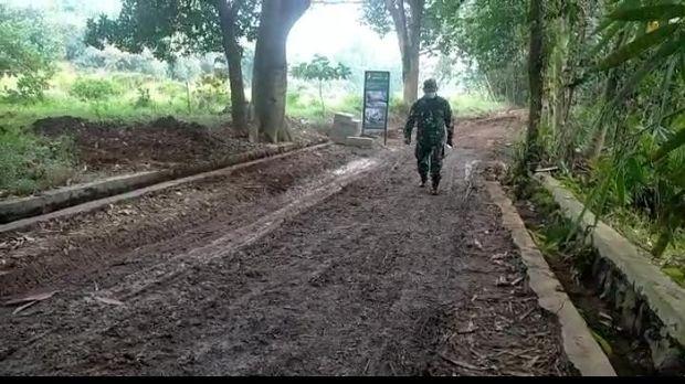 TNI bangun jalan desa yang 20 tahun terbengkalai di Kabupaten Tangerang