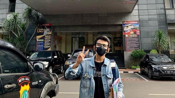 Adam Deni diperiksa di Polda Metro Jaya terkait laporannya soal Jerinx, Rabu (14/7/2021).