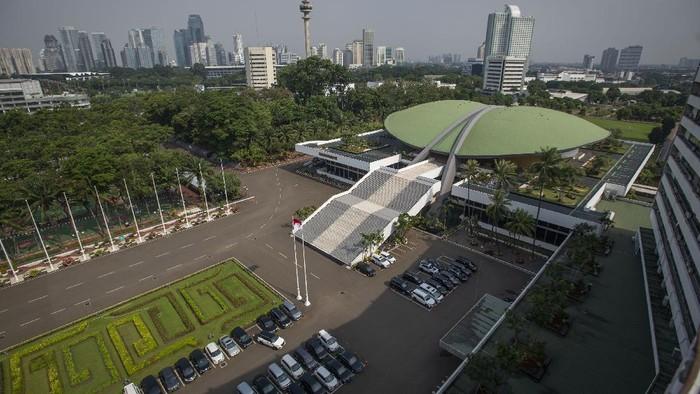 Kompleks Parlemen Senayan diusulkan menjadi Rumah Sakit Darurat COVID-19. Hal itu pun memicu pro dan kontra di kalangan internal Parlemen.