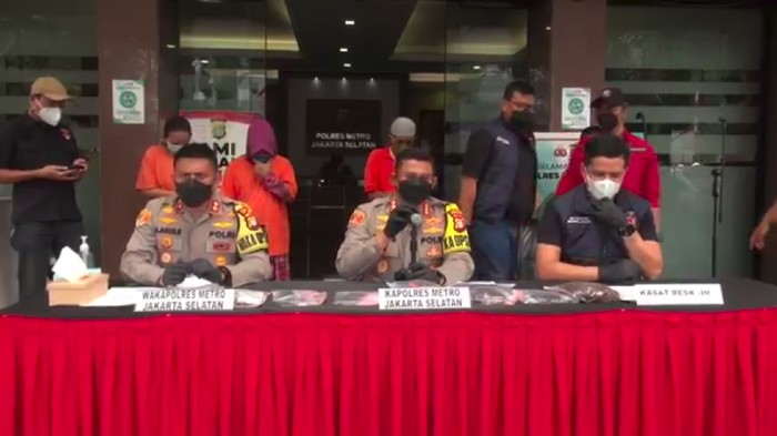 Dua perempuan di Jakarta mencuri mobil dengan modus membius korban ditangkap polisi