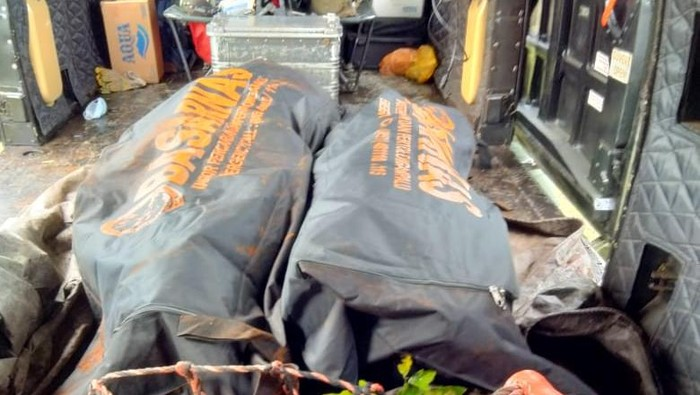 Jenazah dua teroris MIT Poso berhasil dievakuasi setelah 4 hari di dasar jurang usai tertembak oleh aparat Koopsgabsus TNI