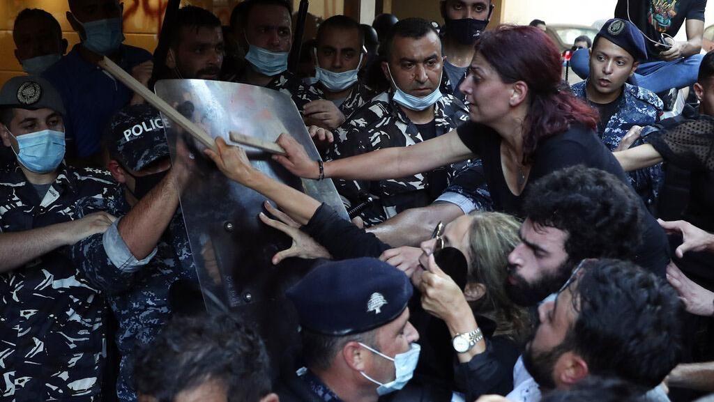 Keluarga Korban Ledakan Beirut Serbu Rumah Mendagri Libanon