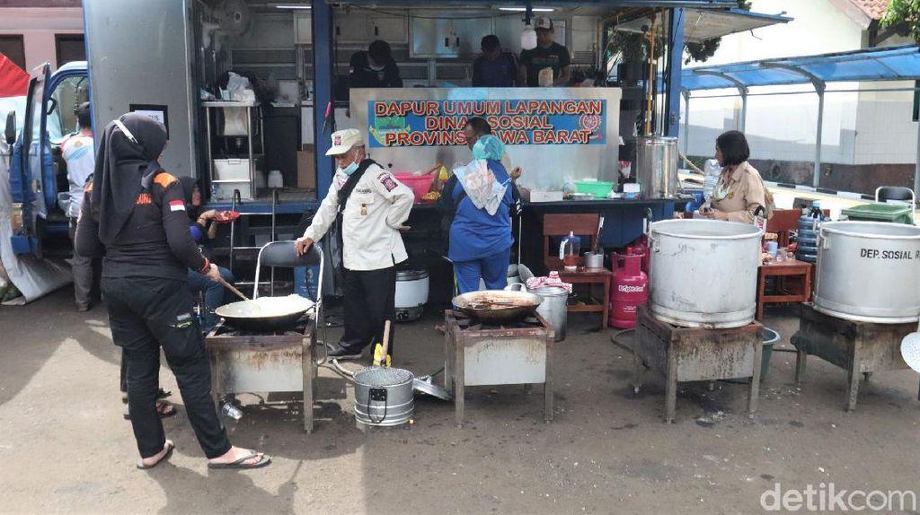 Melihat Aktivitas di Dapur Umum Wyata Guna Usai Dimarahi Risma