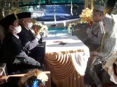Menikah di Bus