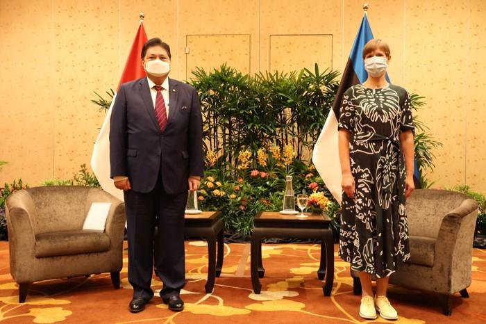 Menko Perekonomian Airlangga Hartarto bersama Presiden Estonia Kersti Kaljulaid.