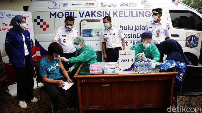 Mobil vaksin keliling dikerahkan untuk memudahkan warga Jakarta yang ingin divaksin. Mobil ini menargetkan 1.000 warga.
