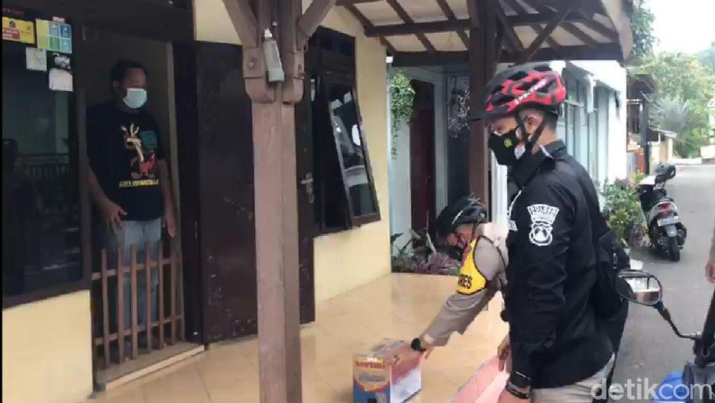 Polisi Pacitan Pakai ATV Tembus Pedesaan Bantu Warga Isoman