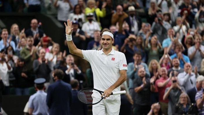 LONDON, ENGLAND - JULY 05: Roger Federer of Switzerland celebrates victory after winning his Mens Singles Fourth Round match against Lorenzo Sonego of Italy during Day Seven of The Championships - Wimbledon 2021 at All England Lawn Tennis and Croquet Club on July 05, 2021 in London, England. (Photo by Clive Brunskill/Getty Images)