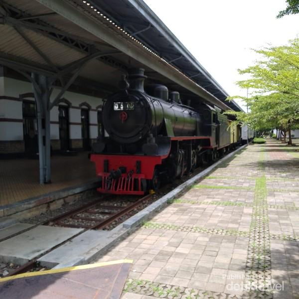 Kereta di Museum Ambarawa dapat disewakan bagi wisatawan.