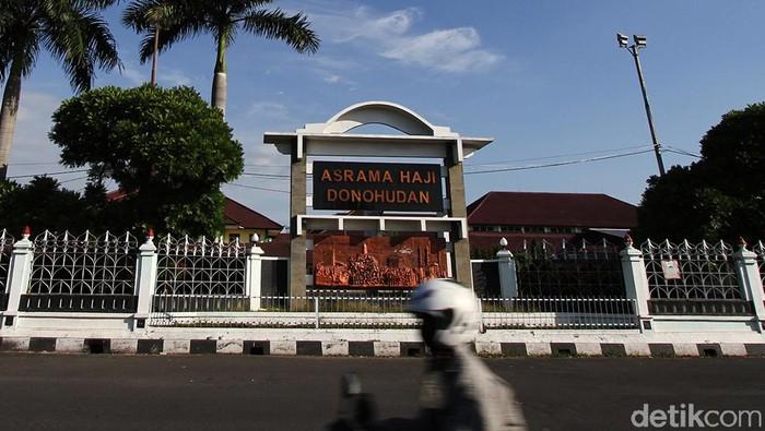 Tempat isolasi terpusat Asrama Haji Donohudan Boyolali akan dijadikan sebagai RS darurat COVID-19. Hal tersebut disampaikan oleh Wali Kota Solo Gibran Rakabuming Raka.