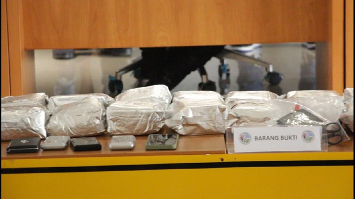 Barang bukti 23 kg sabu yang disita dari pemasok kalangan jetset