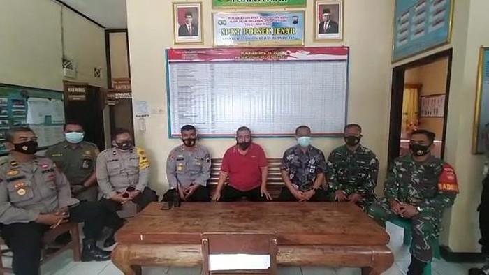 Kades Jenar Samto, pemasang baliho enak zaman PKI datangi Polsek dan minta maaf, Kamis (15/7/2021).