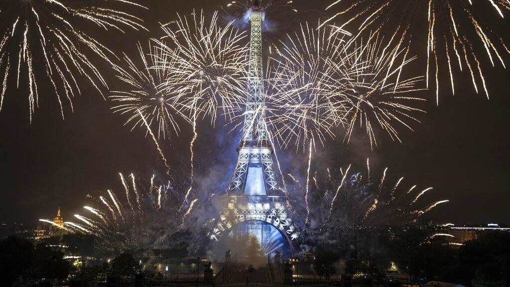 Prancis Rayakan Hari Bastille di Ambang Gelombang ke 4 Pandemi Covid-19