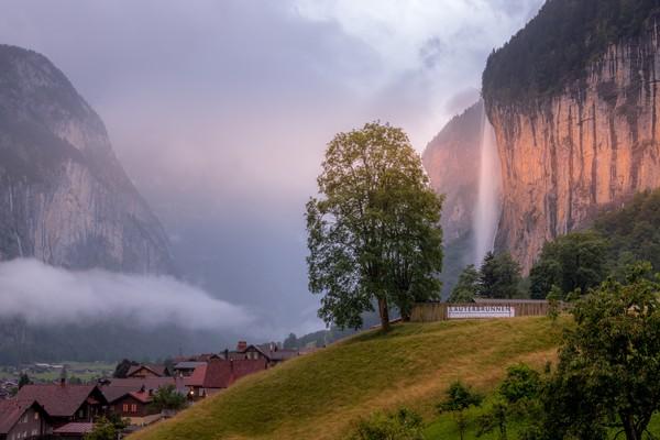 Indahnya Lembah Lauterbrunnen membuat tempat ini menjadi destinasi populer di Eropa. Tempat ini selalu ramai, terutama oleh para pendaki.