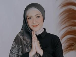 6 Gaya Hijab Richa Iskak, Istri Gary Iskak Tampil Feminin Hingga Syari