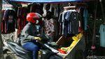 PKL di Bekasi Bertahan di Tengah PPKM Darurat