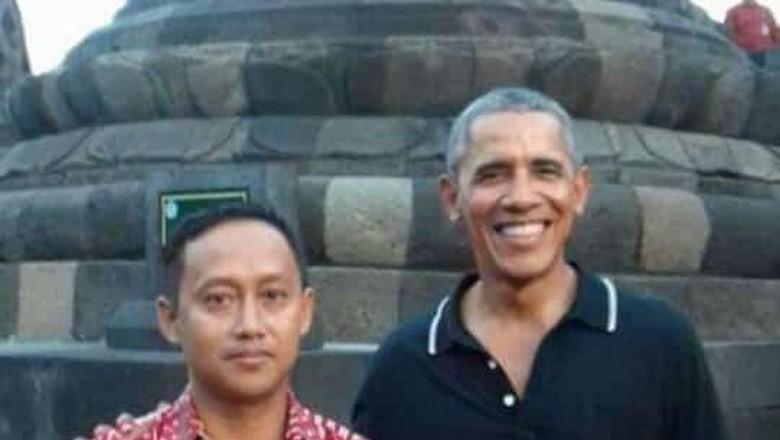 Pemandu wisata Candi Borobudur Mura Aristina saat mendampingi Barack Obama