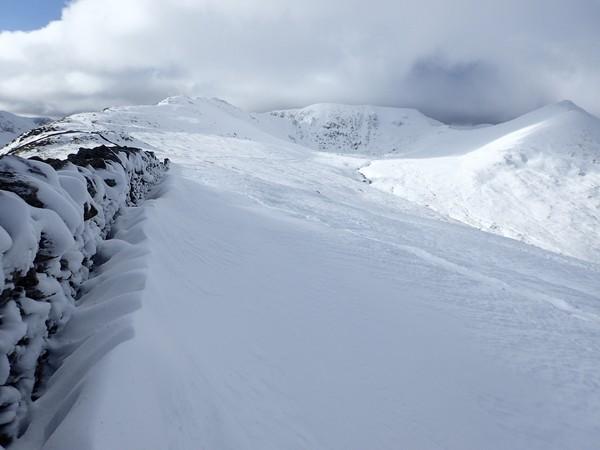 Bayangkan,paraFell Top Assesor tetap harus mendaki meski dalam angin kencang, kondisi white-out dengan jarak pandang nyaris 0 meter, suhu puncak mencapai -7C ditambah angin kutub hingga menjadi -23C.