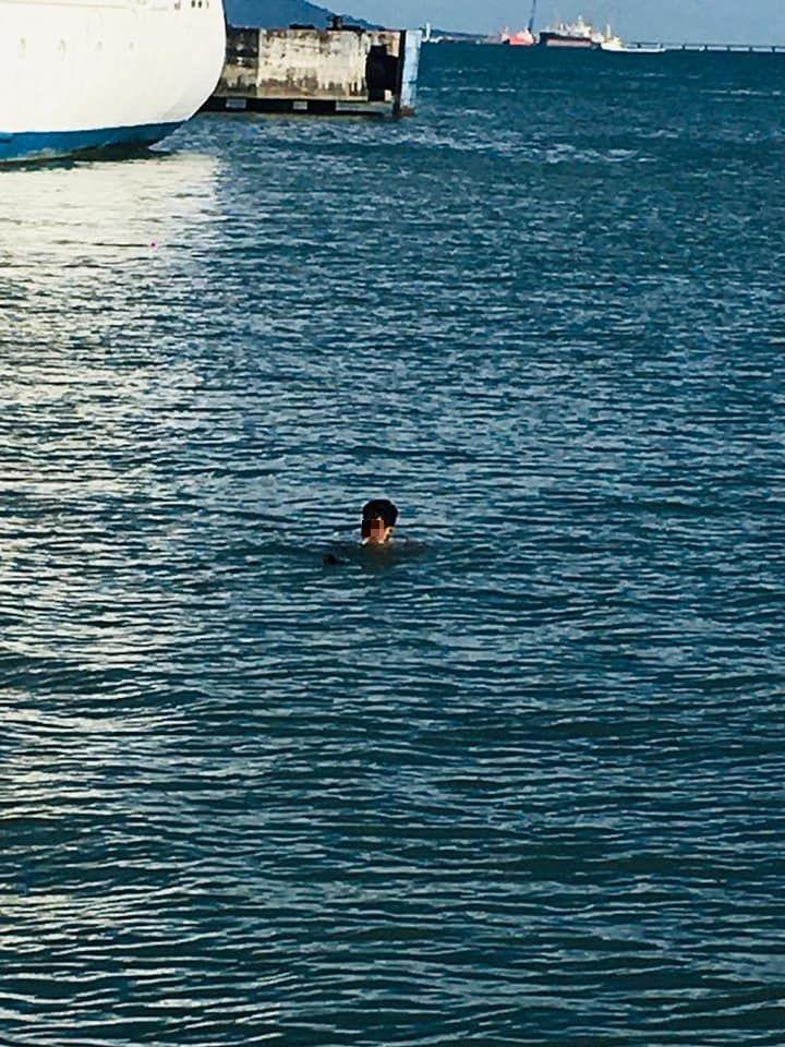 Aksi pria yang nekat langgar lockdown, berenang melintasi lautan demi bertemu teman.