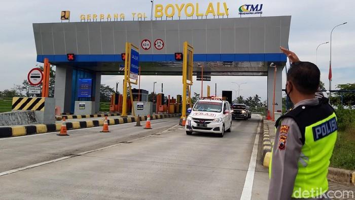 Ada 27 titik exit tol di Jawa Tengah yang ditutup mulai hari ini. Jalan tol di Boyolali  pun tampak lengang di hari pertama penutupan exit tol di Jawa Tengah.