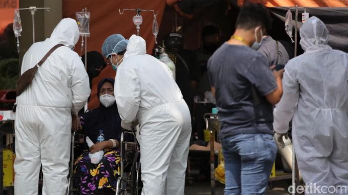 Kasus harian COVID-19 di Indonesia bertambah 54.000 kasus. Total ada 2.780.803 kasus positif COVID-19 di RI dengan 504.915 di antaranya merupakan kasus aktif.