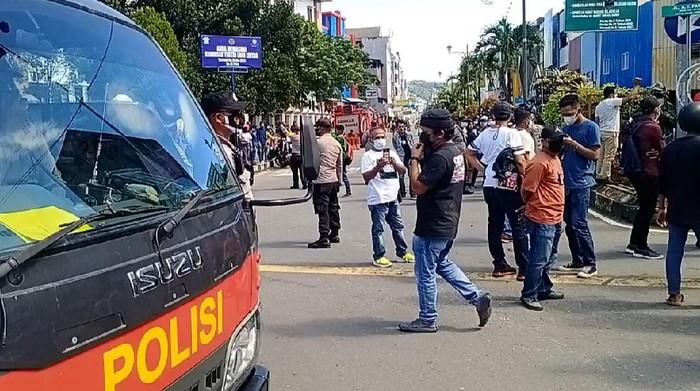 Demo Tolak PPKM Mikro di Kota Ambon.