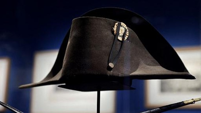 A picture taken on April 7, 2021, shows the bicorn hat of French Emperor Napoleon I displayed at the Army museum of the Hotel des Invalides, in Paris. - The 200th anniversary of Napoleon Bonapartes death will be marked on May 5, 2021. (Photo by THOMAS COEX / AFP)