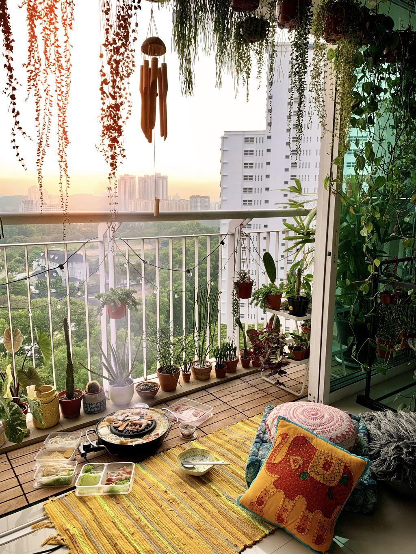 Gabut Saat Lockdown, Wanita Ini Sulap Balkonnya Jadi 'Restoran' Hot Pot
