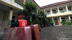 SDN Panularan di Solo disiapkan menjadi lokasi isolasi pasien COVID-19. Sejumlah persiapan pun dilakukan di area bangunan sekolah tersebut.