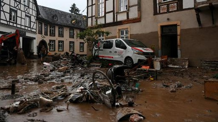 A damaged car by the floods stands in a street in the town of Ahrweiler-Bad Neuenahr, western Germany, on July 15, 2021. - German authorities said late July 15, 2021 that at least 58 people had likely died in massive storms and flooding in the countrys west, an increase on the earlier toll of 45 dead. (Photo by Christof STACHE / AFP)